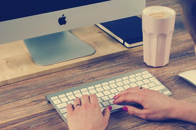 klávesnice a Apple